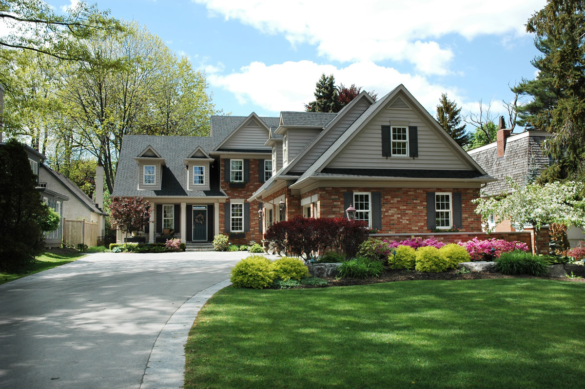 How Roofing Relates to Your Home's Curb Appeal
