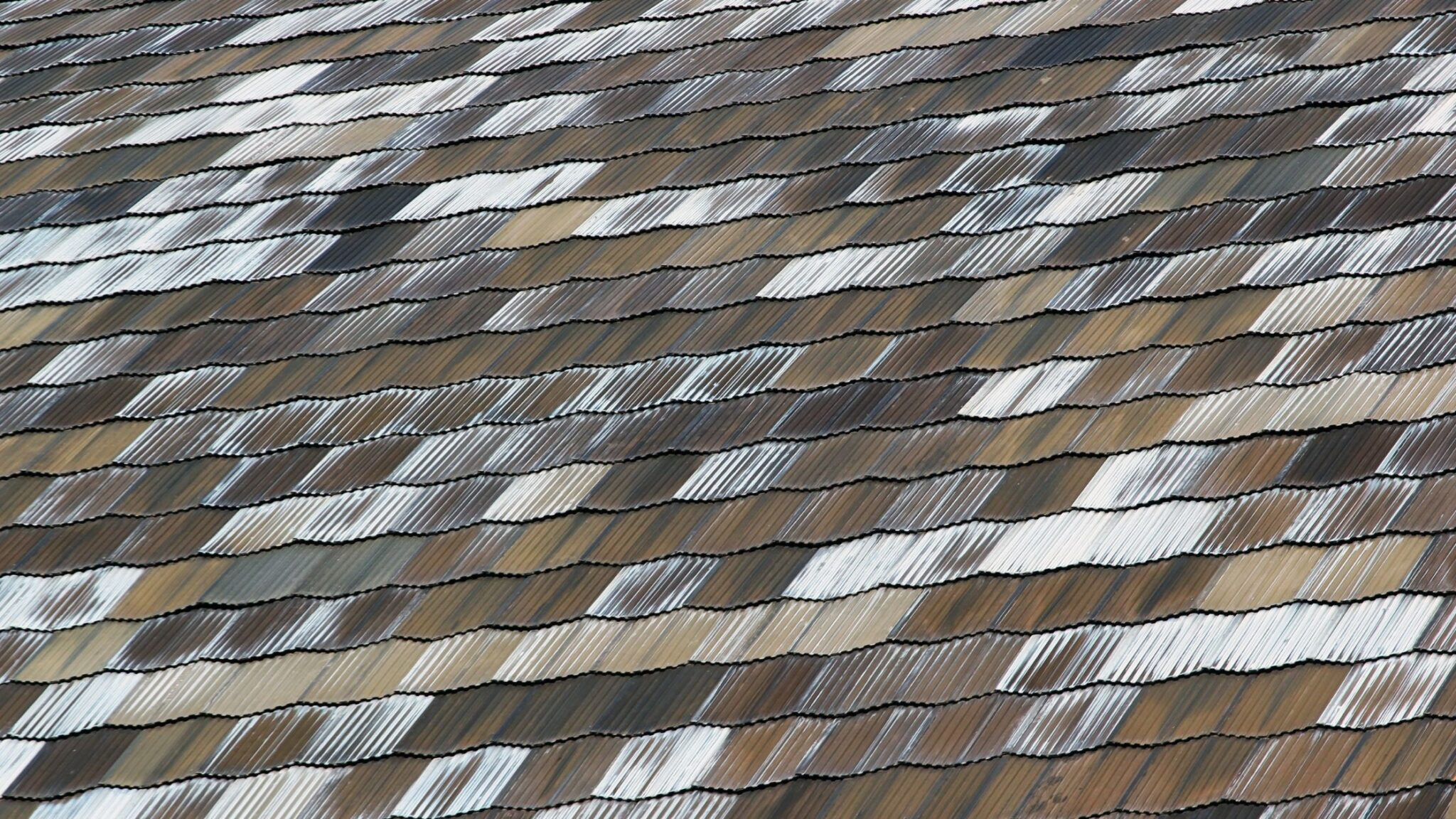 Getting New Roofing Soon? Compare Metal & Asphalt Shingles